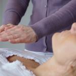Reiki therapie: helende handen vrouw